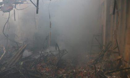 Badia Polesine: i pompieri domano incendio dopo ore
