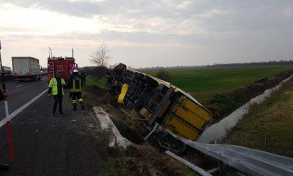 Incidente in Autostrada svela la truffa: camion trasportava sigarette di contrabbando