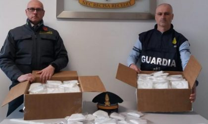La Guardia di Finanza scopre una fabbrica abusiva di mascherine