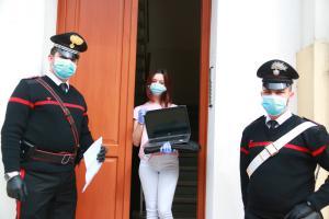 I Carabinieri di Rovigo consegnano computer agli studenti