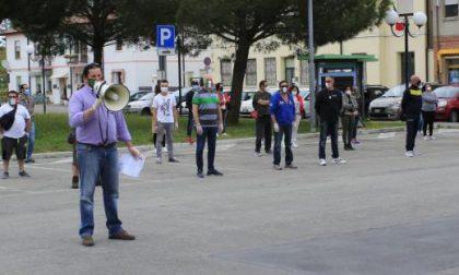 Porto Tolle: la protesta delle mascherine tricolori contro le misure insufficienti del Governo