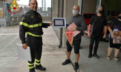 Incontra i Vigili del fuoco che lo strapparono alla morte dopo l'incidente