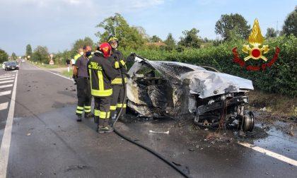 Tragedia sulla Statale Adriatica, frontale tra auto: due morti e un ferito – FOTO