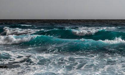 Miracolosamente salvi 4 giovani risucchiati dalle onde
