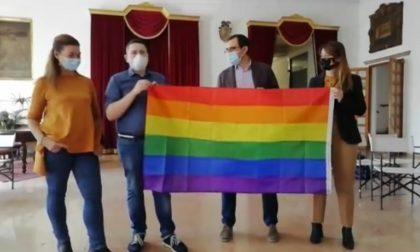 """Sulla facciata di palazzo Nodari ci sarà la """"Bandiera arcobaleno"""""""