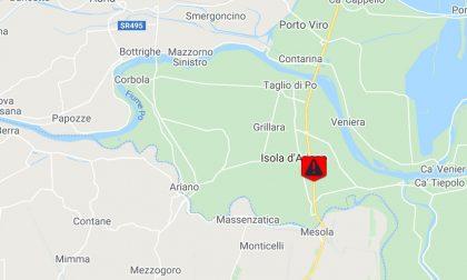 """Mezzo pesante uscito fuori strada, la """"Romea"""" chiusa al traffico ad Ariano nel Polesine"""