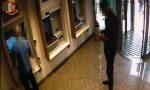 Raggiravano e derubavano anziani allo sportello del bancomat: arrestati due francesi VIDEO