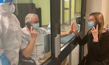 Covid Hospital Trecenta: visite per i pazienti con interfono attraverso una vetrata
