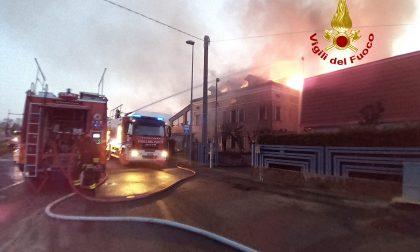Le foto dell'incendio a Fratta Polesine: calzaturificio distrutto dalle fiamme