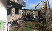 Le foto dell'incendio di un'auto alimentata a metano a Polesella