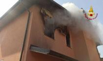 Le foto dell'incendio in una villetta bifamiliare a Badia Polesine: salvato anche il cagnolino Pippo
