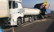 Le impressionanti foto dell'incidente che ha provocato code chilometriche in A13