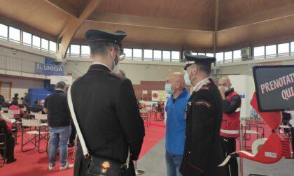 Carabinieri in supporto agli anziani nelle prenotazioni online del vaccino anti Covid