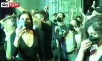 Anche in Italia il primo esperimento: 2mila in discoteca (con mascherina)