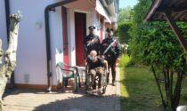 Cade in giardino e non riesce più a rialzarsi: soccorso dai Carabinieri