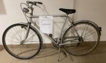Ubriaco viene portato al Pronto Soccorso, ruba una bicicletta e minaccia di morte gli agenti