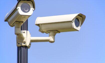Cassonetti in fiamme nel quartiere San Pio X: verranno installate delle telecamere