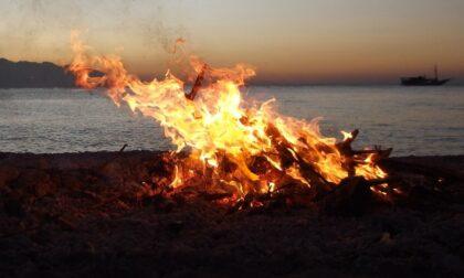 Spenti dieci falò in spiaggia tra Porto Caleri e Porto Fossone: sanzioni per un totale di 15mila euro