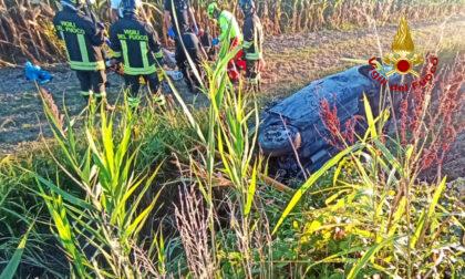 Finiscono con l'auto nel canale d'irrigazione, tre giovani feriti