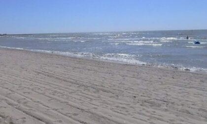 Turista ha un malore davanti alla Spiaggia delle Conchiglie: 58enne muore annegato