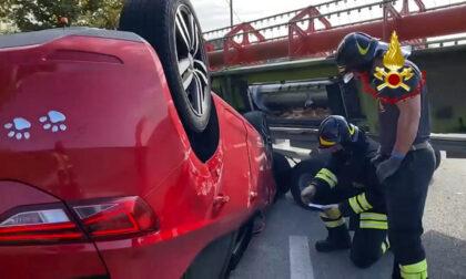Guarda Veneta, il video dell'auto capovolta dopo lo scontro col trattore