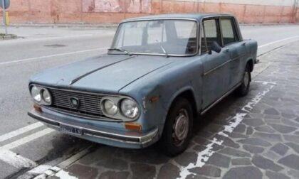 Parcheggiata nello stesso posto dal 1974: la mitica Lancia Fulvia  spostata dopo 47 anni